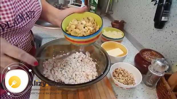 салат с консервированными шампиньонами и ананасом