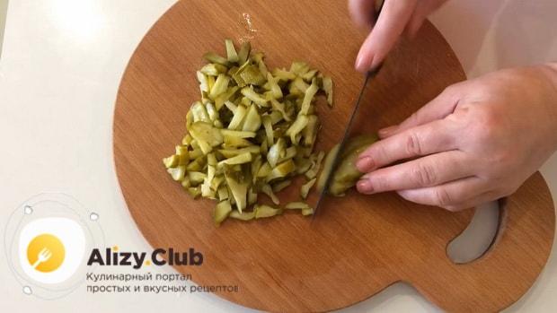 Готовим салат с маринованными опятами