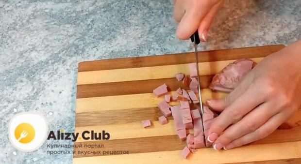 Как приготовить салат с шампиньонами и ветчиной и сыром