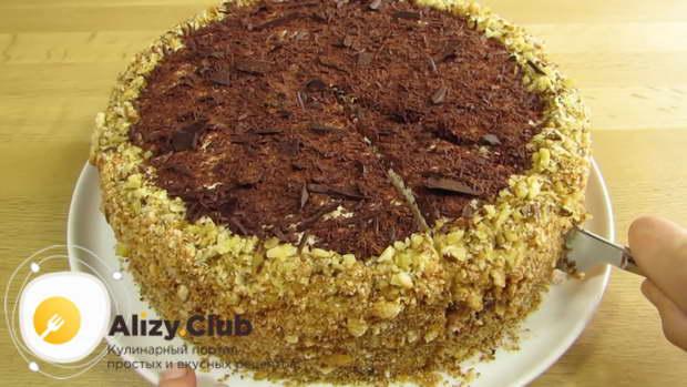 Оставьте торт на 4-5 часов при комнатной температуре пропитаться