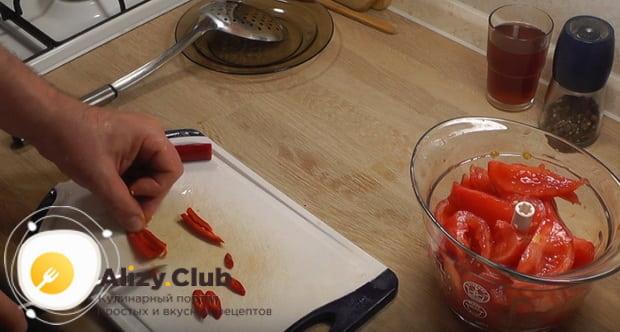 добавляем в блендер перец чили