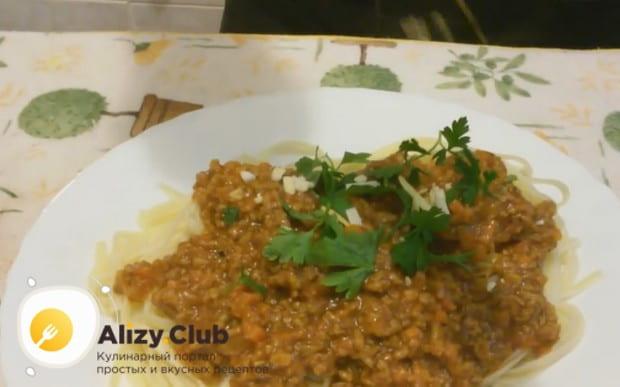 Спагетти болоньезе с фаршем по такому рецепту получается очень вкусным!