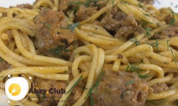 Это один из самых простых вариантов, как можно приготовить спагетти с фаршем.