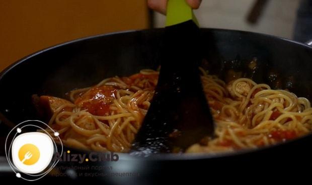 Как приготовить спагетти с курицей и грибами по детальному рецепту с фото и видео