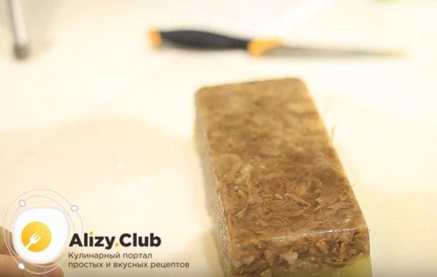 Попробуйте приготовить такой студень из говядины по классическому пошаговому рецепту.