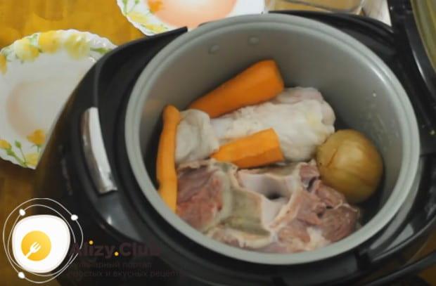 Обратите внимание на простой рецепт студня из свиных ножек.