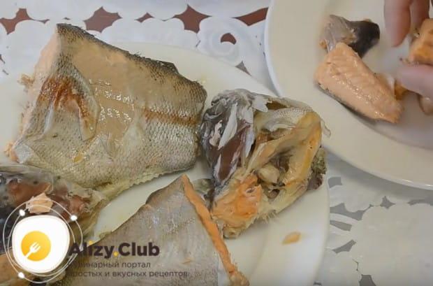 Рыбу очищаем от косточек.