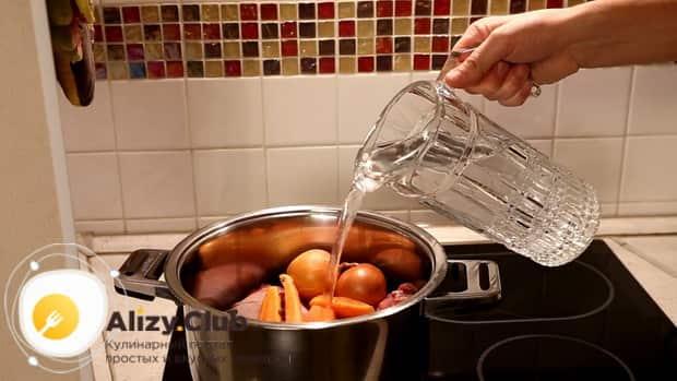 Для приготовления супа на бульоне из индейки,  добавьте воду