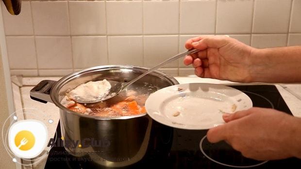 Для приготовления супа на бульоне из индейки,  снимите пену