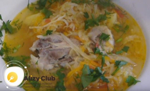 Нежный куриный суп с кислой капустой готов!