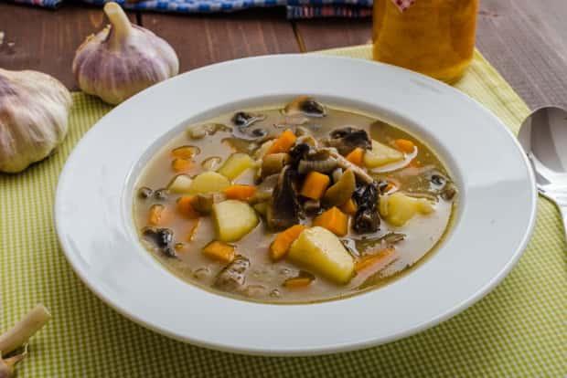 Попробуйте приготовить крем суп из шампиньонов с картофелем