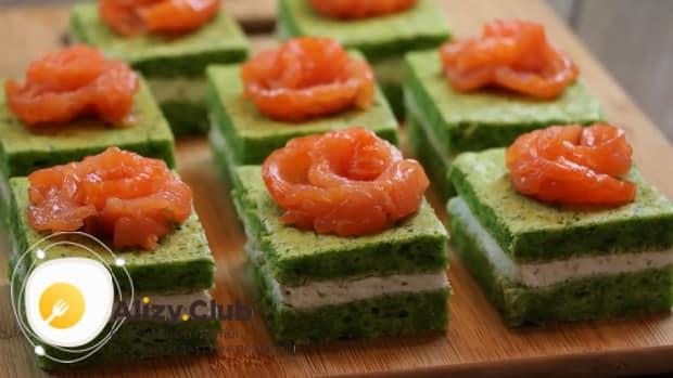 Для приготовления закуски из лаваша с красной рыбой, по простому рецепту подготовьте все необходимое.