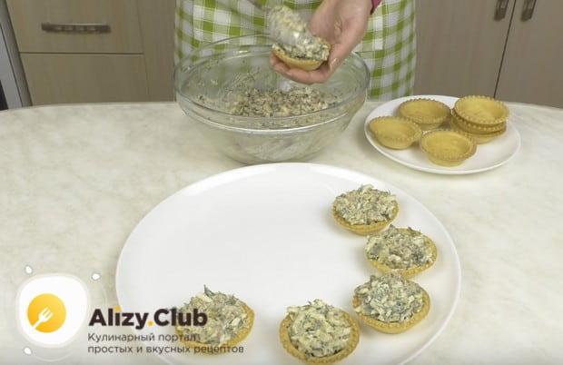 Печень трески в тарталетках по такому рецепту станет не только вкусной и красивой, но и полезной закуской.