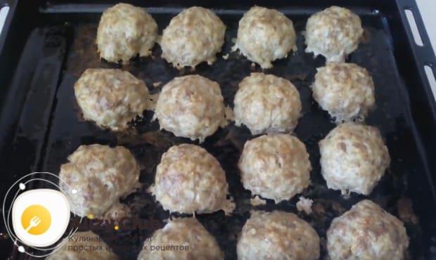 Приготовленные по этому рецепту тефтели с рисом можно также пожарить на сковороде.