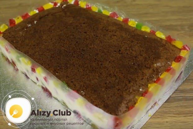 Вкусным получается также торт Битое стекло с фруктами.