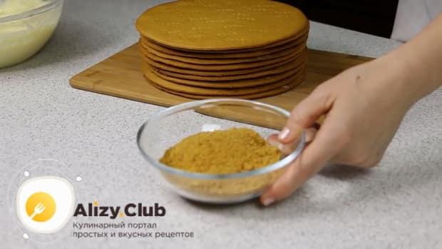 Для приготовления медового торта с заварным кремом,выпеките корж