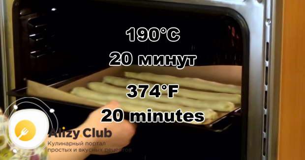 Выпекаем в разогретой духовке при температуре 190ºС