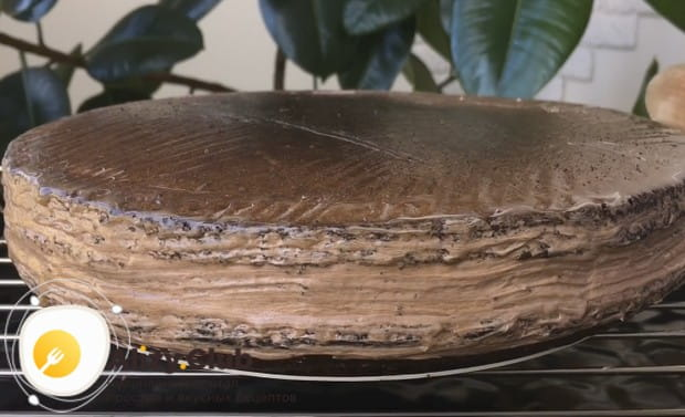 Посмотрите у нас также видео о том, как приготовить в домашних условиях торт Прага по такому рецепту.