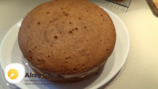 Для приготовления торта рыжик промажьте все коржи