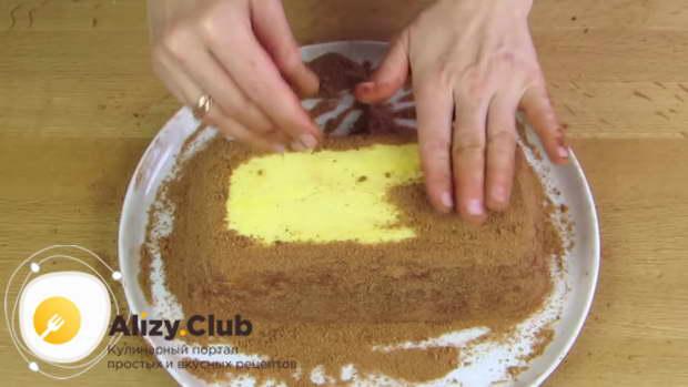 Торт со всех сторон промазываем кремом