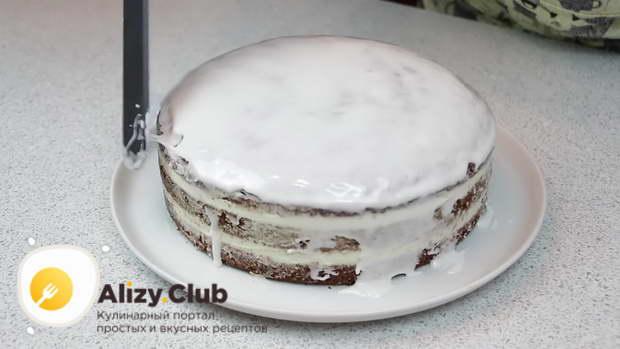 Торт достаем из холодильника и снимаем кольцо