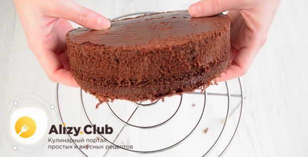 Следом в духовку отправляем вторую половину шоколадного теста