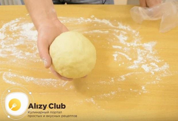 Замешиваем мягкое пластичное тесто.