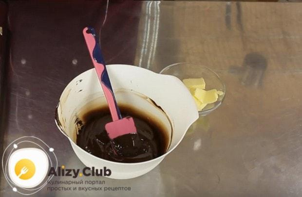 Шоколад растапливаем в микроволновке.