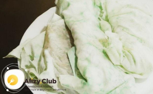 Заворачиваем промытое и просушенное мясо в натуральную ткань и возвращаем в холодильник еще на два дня.