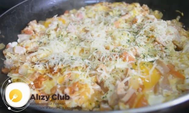 Теперь вы знаете, как вкусно приготовить яичницу с помидорами и колбасой.