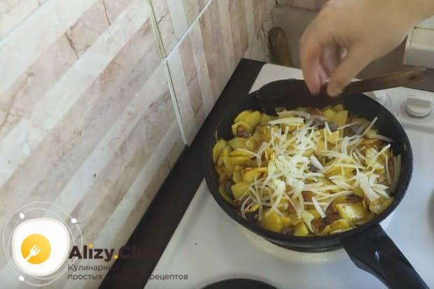 Готовим блюдо до мягкости лука.