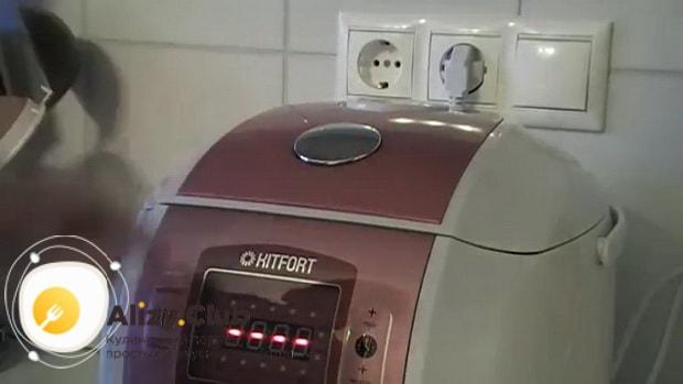Для приготовления жареной картошки с салом в мультиварке, нарежьте картофель