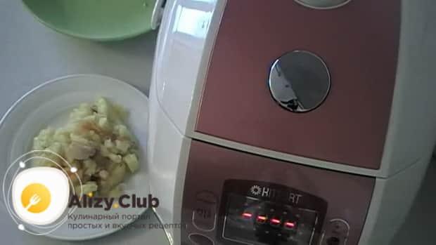 Для приготовления жареной картошки с салом в мультиварке, Подготовьте все ингредиенты