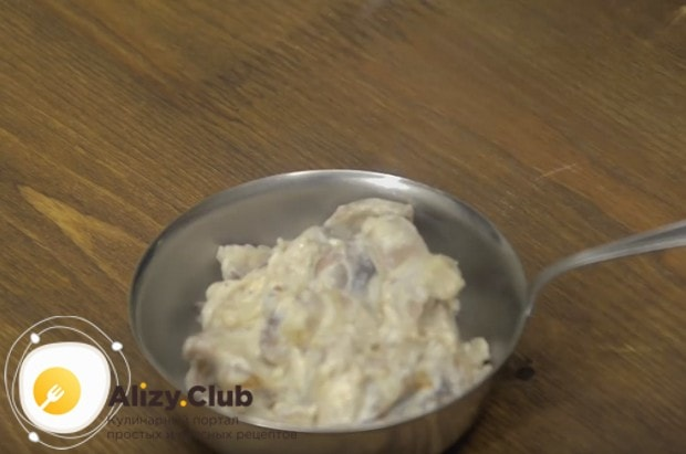 Вкусным получается также жульен с курицей и белыми грибами.