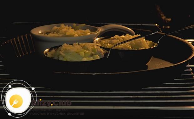 Готовим жульен с курицей в духовке, чтобы расплавился сыр.