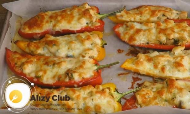 Готовим жульен с курицей и шампиньонами в духовке, чтобы сыр расплавился и подрумянился.