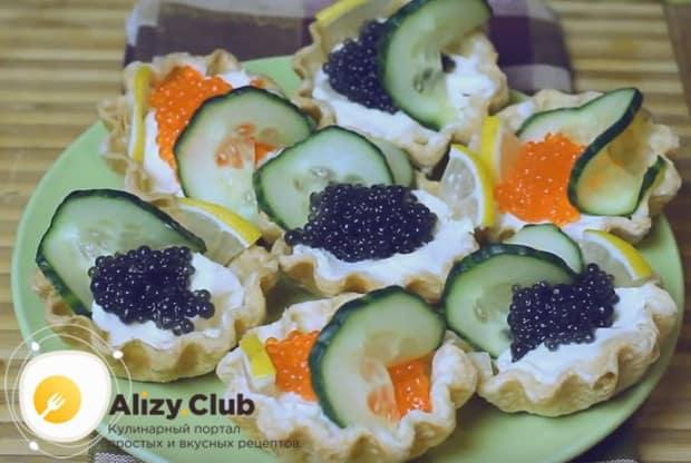 Холодные закуски в тарталетках, приготовленные по такому рецепту с фото, станут настоящим украшением праздничного стола.