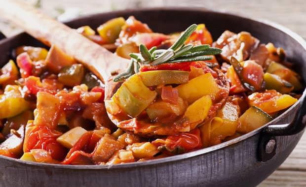 Как быстро и вкусно приготовить баклажаны с картошкой по легкому рецепту с фото
