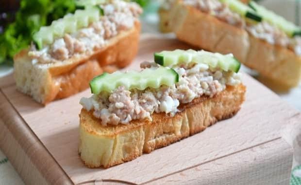 Как приготовить бутерброды с печенью трески по пошаговому рецепту с фото