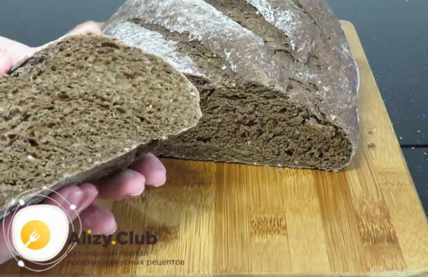 Готовый хлеб извлекаем из духового шкафа