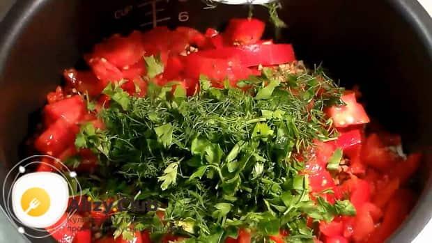 Для приготовления гарнира из гречки с луком и морковью, соедините ингредиенты.