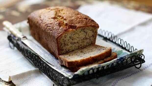 Попробуйте приготовить банановый хлеб на растительном масле и сметане