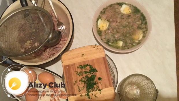 Для приготовления холодца из индейки залейте мясо бульоном