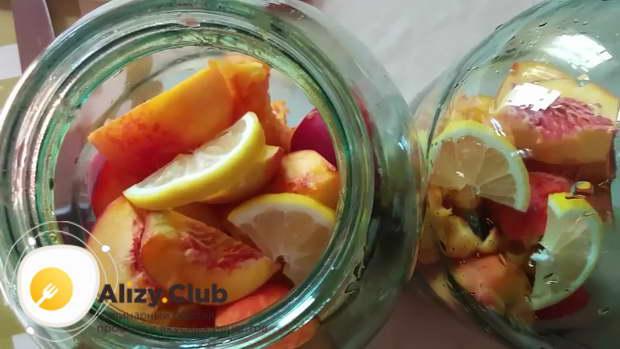 компот из персиков с косточкой