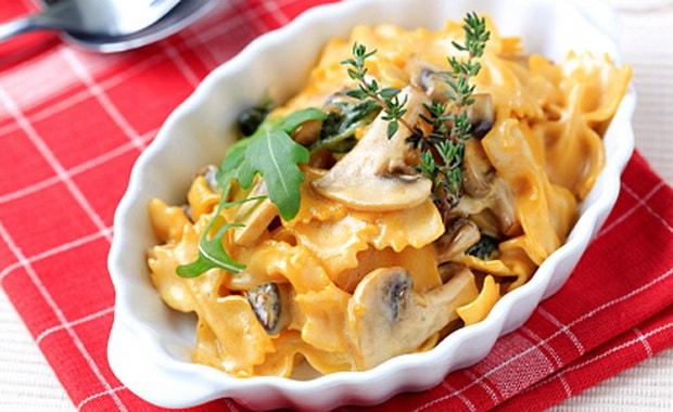 Для приготовления макароны с грибами подготовьте необходимые ингредиенты