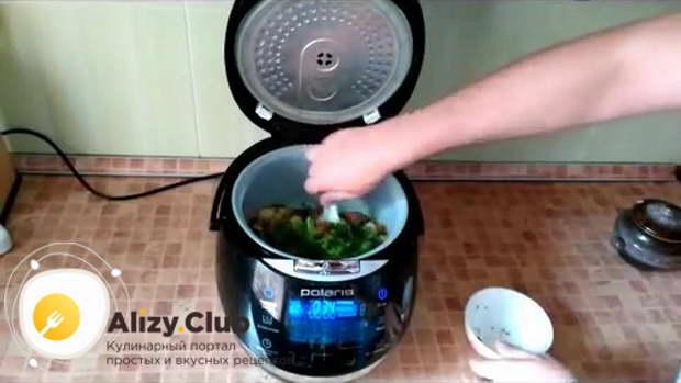 За 20 минут до завершения приготовления добавляем измельченную зелень