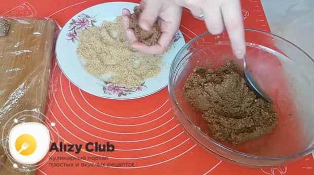 Для приготовления пирожного картошка из печенья, сформуйте изделие