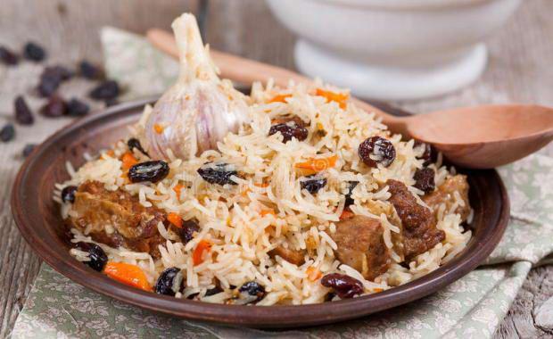 Как приготовить рассыпчатый плов с курицей в сковороде и казане