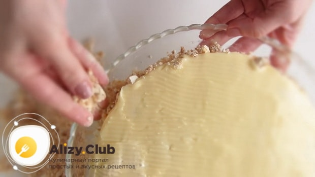 Для приготовления торта полет, смажьте коржи