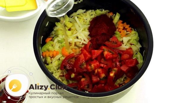 Для приготовления овощного рагу с кабачками в мультиварке,добавьте томатную пасту.